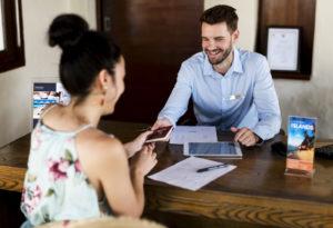 Como falar com um hóspede? Veja a importância de um bom atendimento